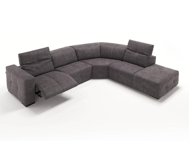 Egoitaliano sauvanne mobilia group divani cucine e for Divani mobilia