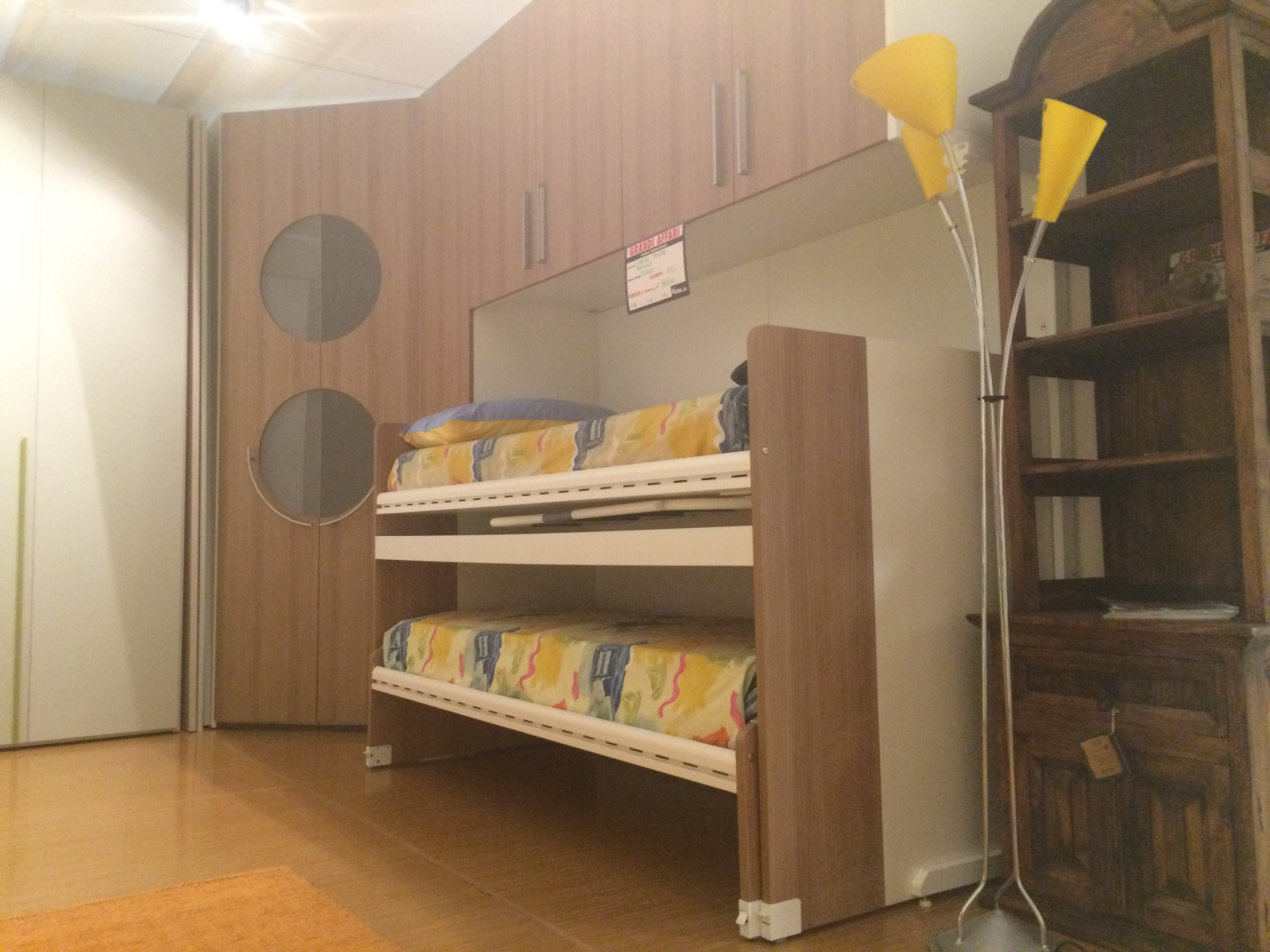 Cameretta angolo cabina 50 mobilia group divani for Mobilia divani